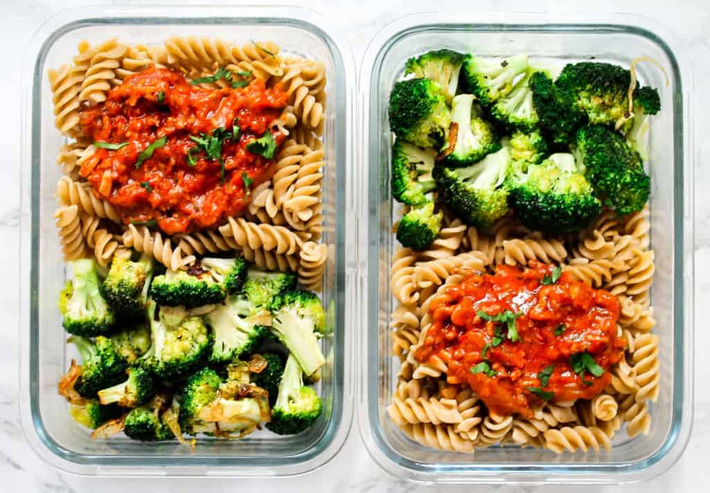 Minced-beef-sauce-and-pasta a healthy lunch idea for meal prep