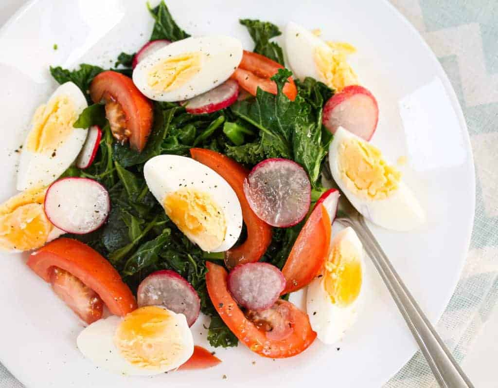 crunchy-kale-and-egg-salad a healthy lunch idea for meal prep