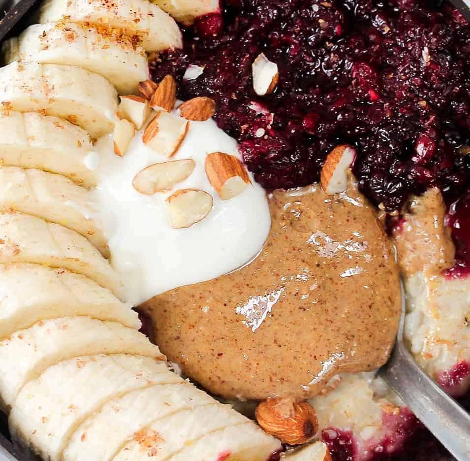 mixed-berries-oats-breakfast-bowl