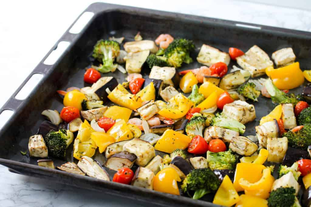 one-pan-shrimp-and-veggies-mix a healthy lunch idea for meal prep