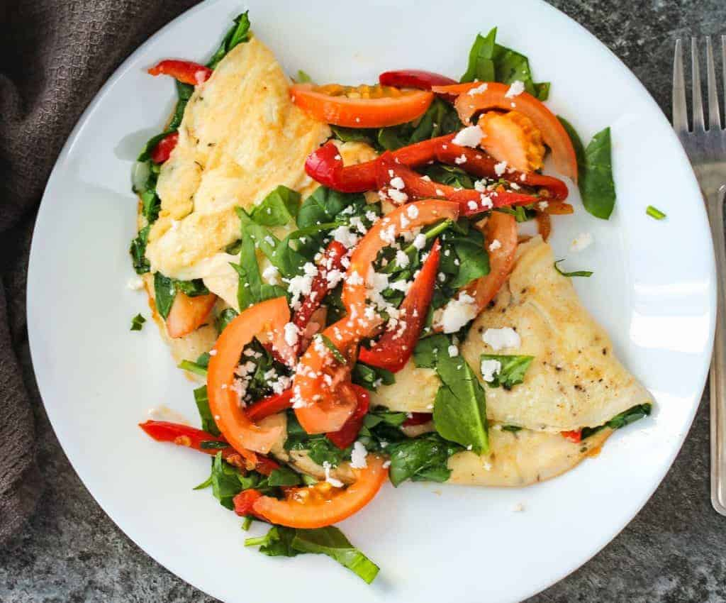 How-to-make-a-Loaded-Vegetarian-Omelette for breakfast or brunh with vegetables