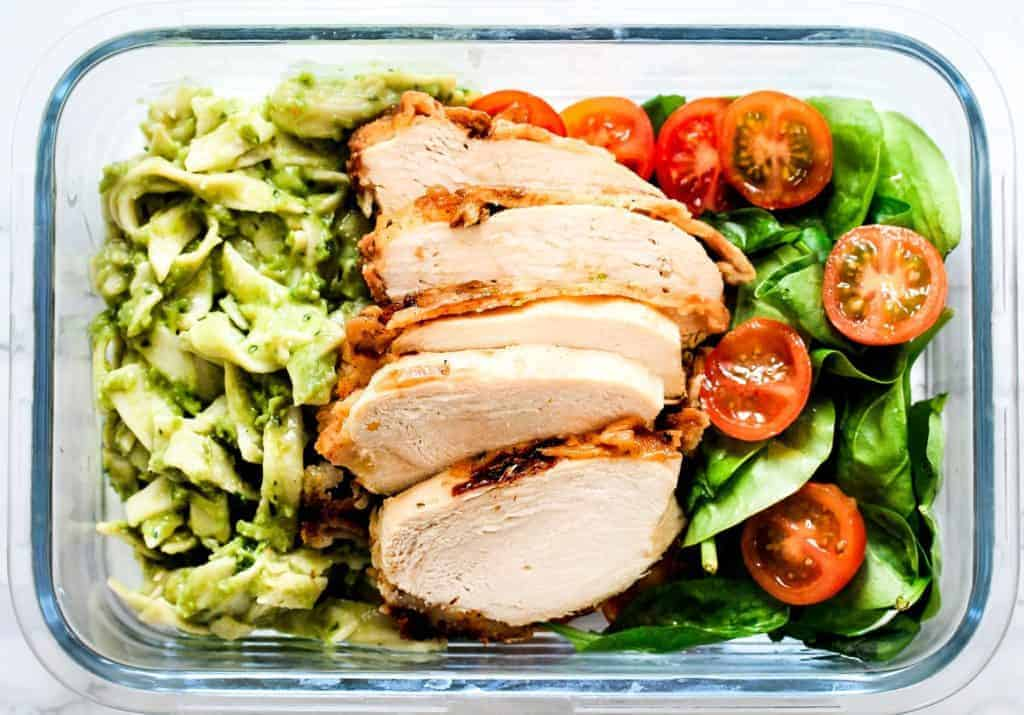 chicken-and-avocado-pasta-meal-prep a healthy lunch idea for meal prep