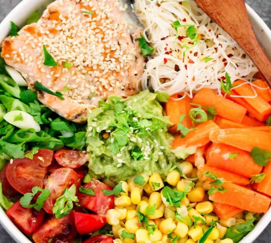 noodle-bowl-with-salmon-and-veggies
