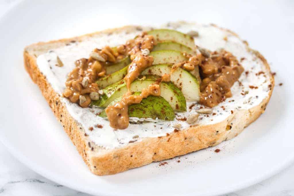 pear-toast-yoghurt-recipe