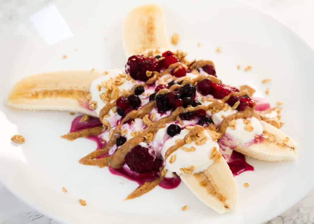 skinny-banana-split-breakfast