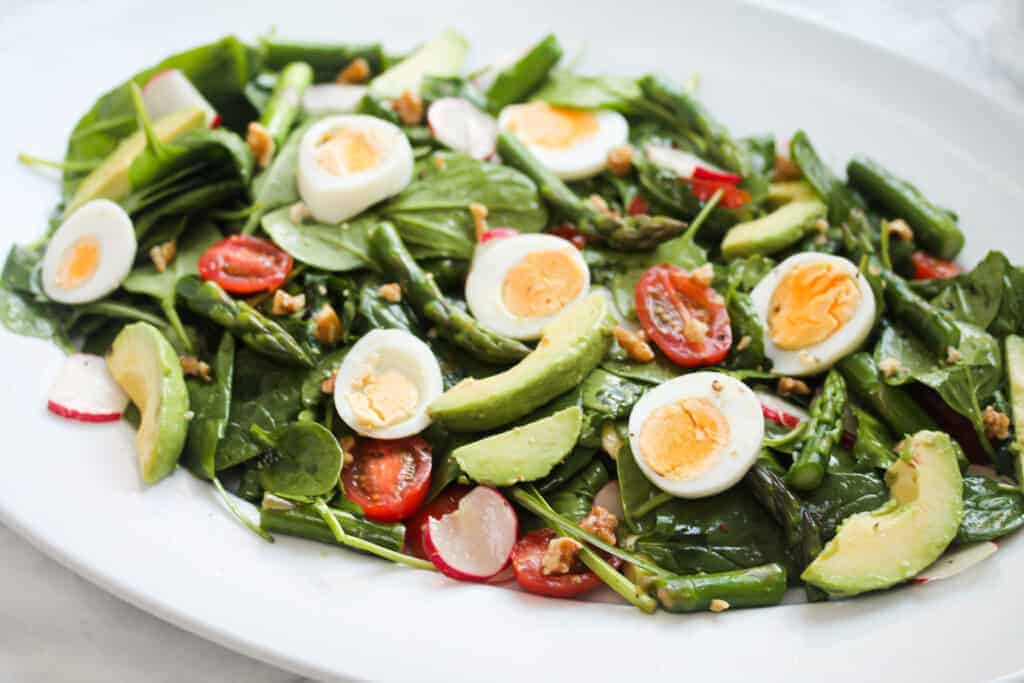 egg-asparagus-and-walnut-salad