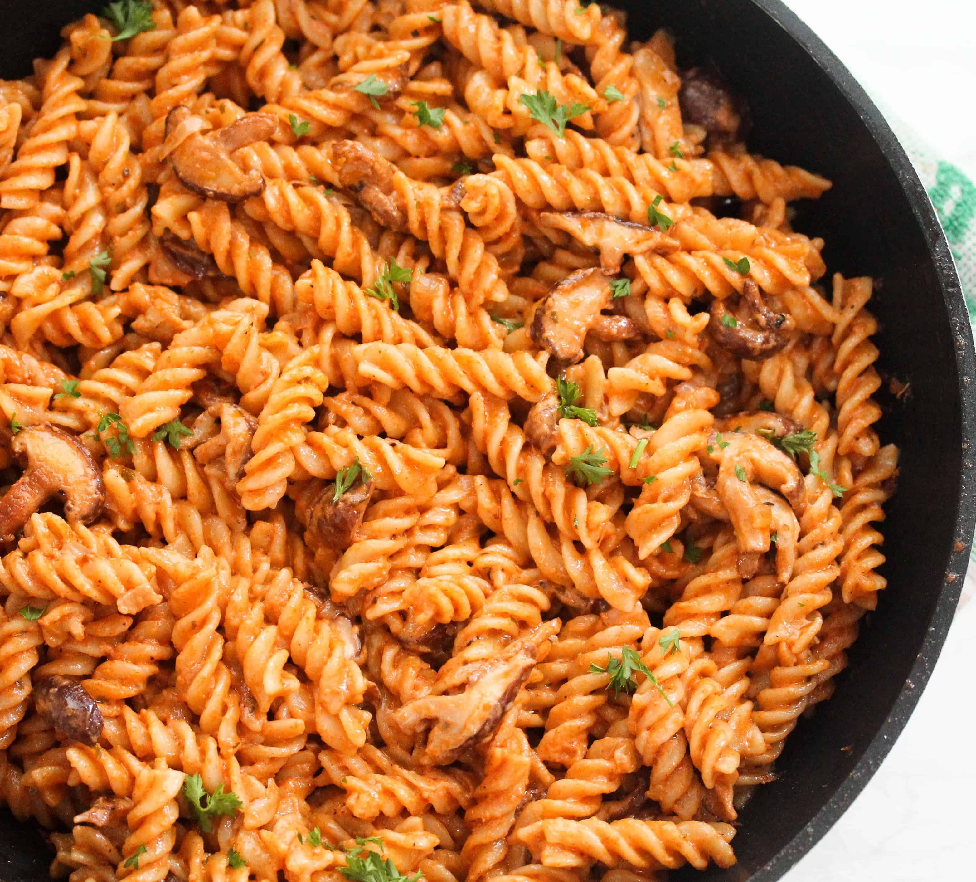 easy-creamy-tomato-mushroom-pasta (007)