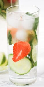 strawberry-mint-and-cucumber-water (4)