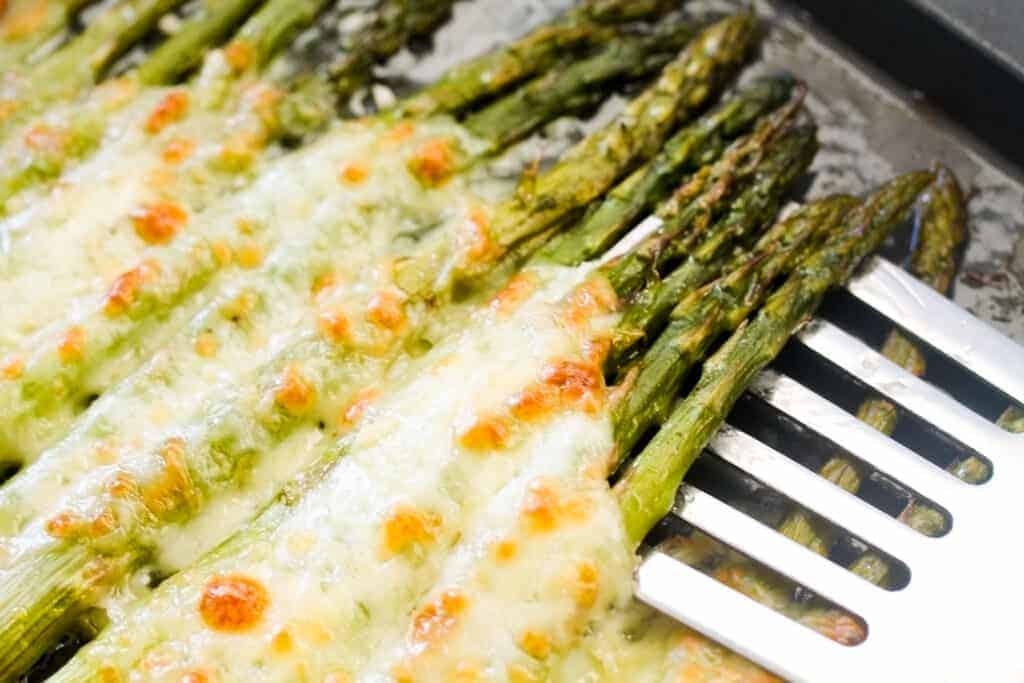 roasted asparagus with cheesy and garlic